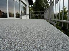 balcon en moquette de pierre grise