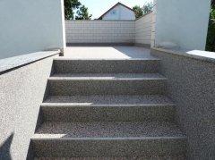 escalier en tapis de pierre beige